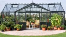 Een tuinhuis van glas