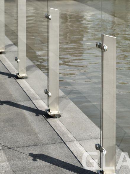 Glazen windscherm vrijstaand (3 vakken, tot 4,1 meter, 90 cm hoog)