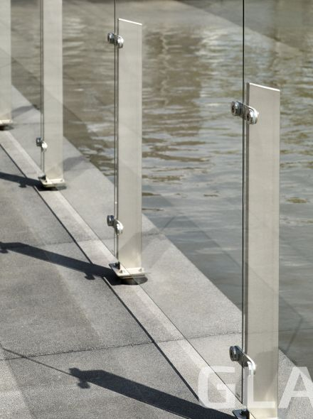 Glazen windscherm vrijstaand (1 vak, tot 1,7 meter, 150 cm hoog)