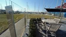 Het plaatsen van een glazen windscherm