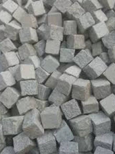 Portugees graniet lichtgrijs, maatvoering 14 tot 16 cm (Kinderkoppen, ca 880 kilogram)