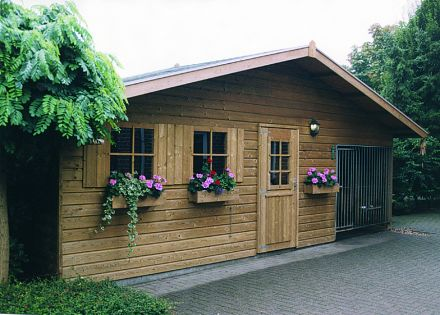 Tuinhuis 5.50 x 2.30 meter met Kennel 2 x 2,3 meter  De Aalscholver