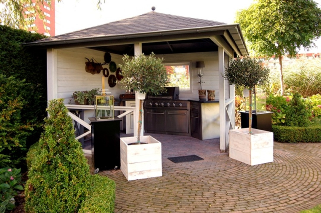 Houten Buiten Keuken : Luxe buitenkeuken onder overkapping apard