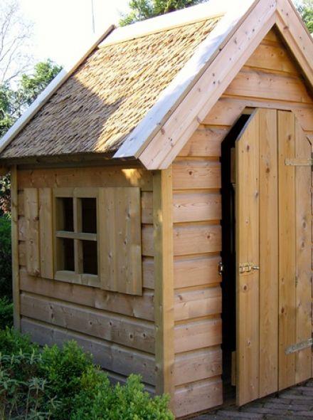 Speelhuis Stoer met riet (kinderspeelhuis van hout)