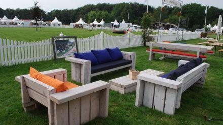 Robuuste stoere houten tuinmeubelen (Picknicktafels, Tuintafels, Loveseats, Loungebanken, Hockers)
