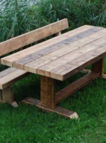Robuuste houten tuinbank met rugleuning