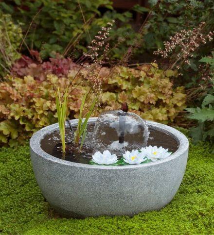 Mini vijverset III (Terras waterspel, art. 1387078) ronde vijver grijs met pomp en waterlelies wit 55x55x30cm
