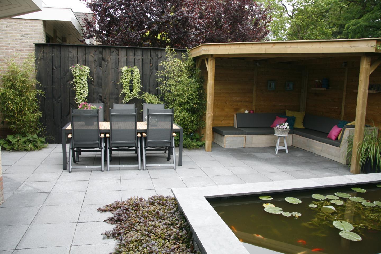 Kleine tuin met spiegelvijver dutch quality gardens for Tuinvoorbeelden voor kleine tuin