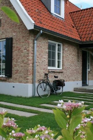 Moderne landelijke tuin in Lekkerkerk