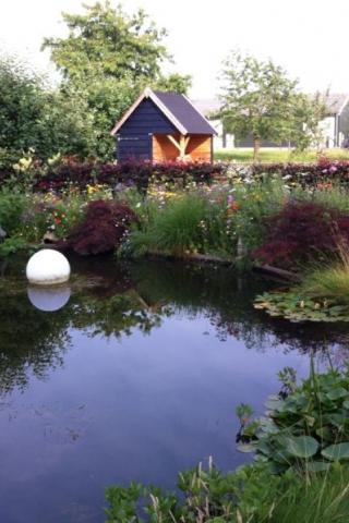 Landelijke tuin rondom villa