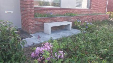 Betonnen tuinbank leveren en plaatsen (Nederland)