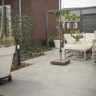 Moderne Loungetuin in Bergen op Zoom