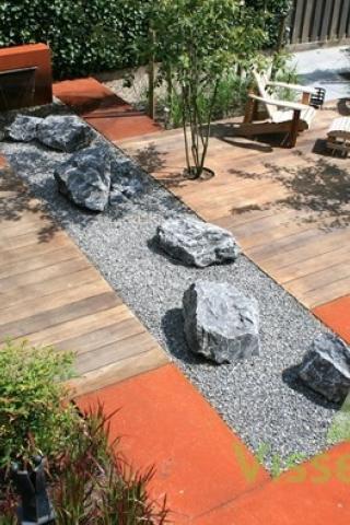 Strakke, moderne tuin met Corten staal