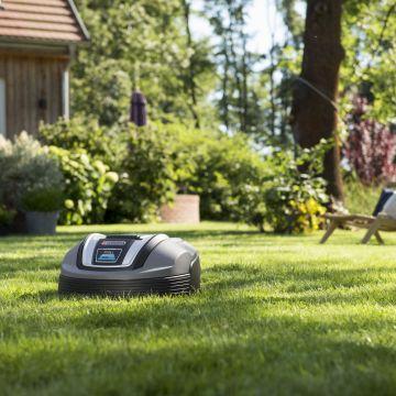De robot maait het gras