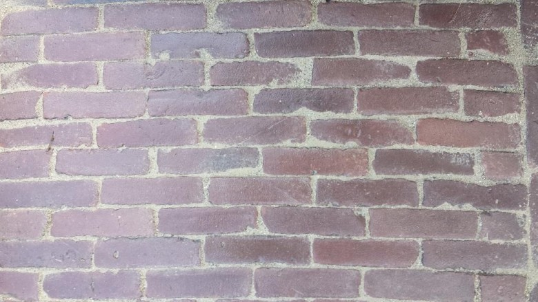 Oude hardgebakken waaltjes Enschede, rood paars genuanceeerd (Gebakken waalformaat klinkers)