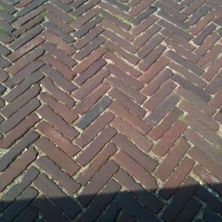 Oude hardgebakken waaltjes Maastricht, paars genuanceeerd (Gebakken waalformaat klinkers)