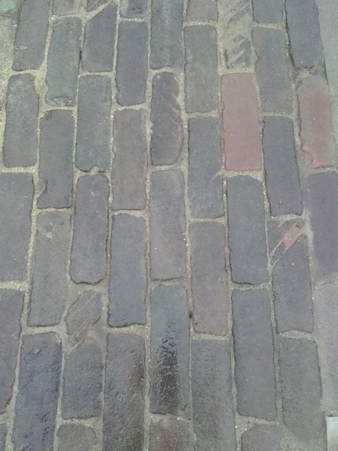 Oude hardgebakken dikformaten Delft, paars genuanceerd