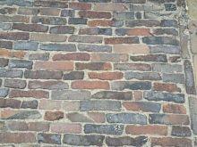 Oude hardgebakken waaltjes Delft, rood paars genuanceeerd  (Gebakken waalformaat klinkers)