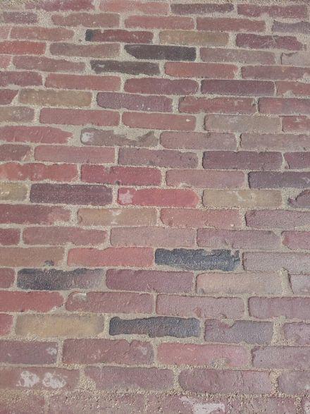 Oude hardgebakken waaltjes Dordrecht, bont genuanceerd  (Gebakken waalformaat klinkers)