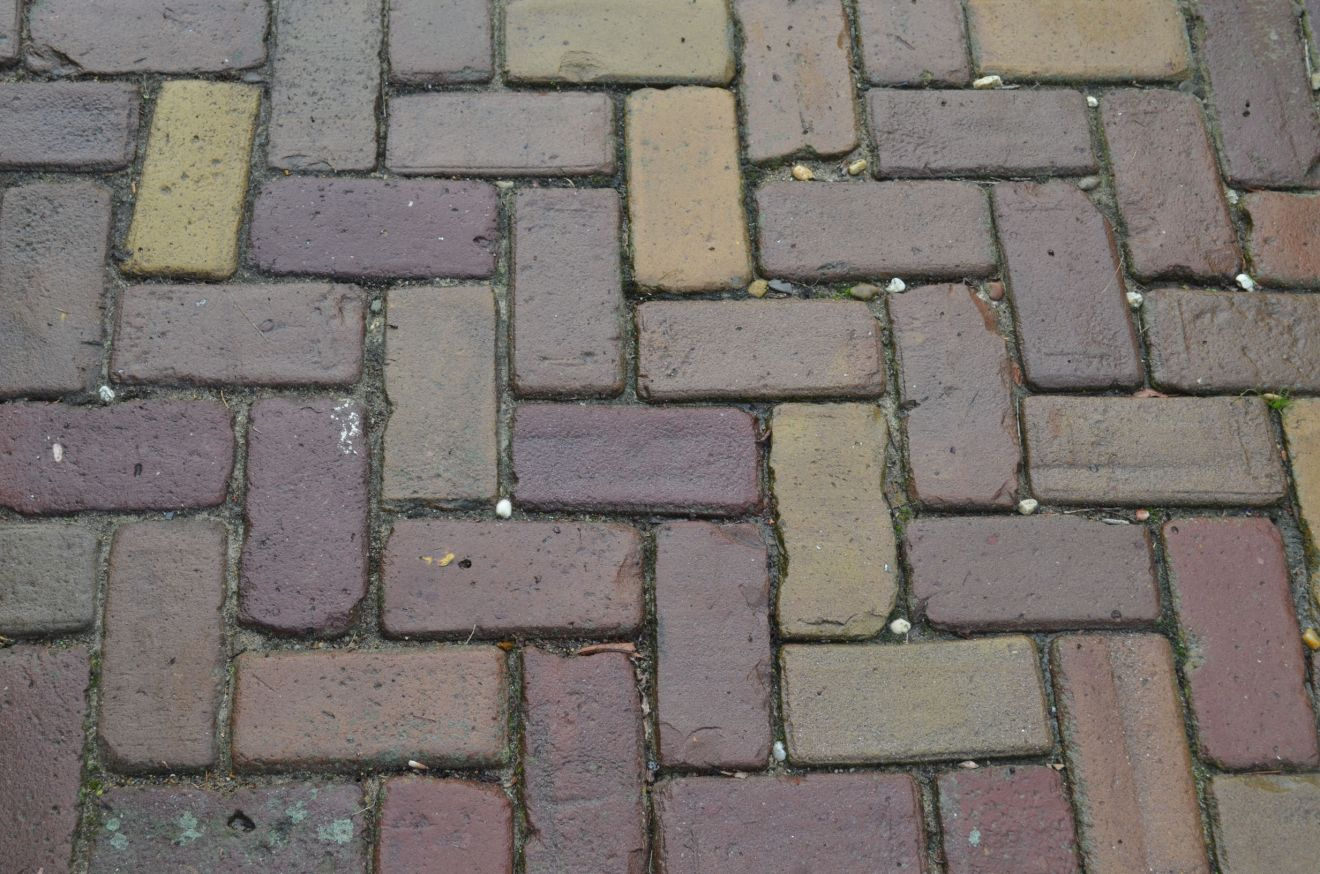 Oude hardgebakken keiformaat Rotterdam, paars brons genuanceerd (10 duimer, klinkerkei)