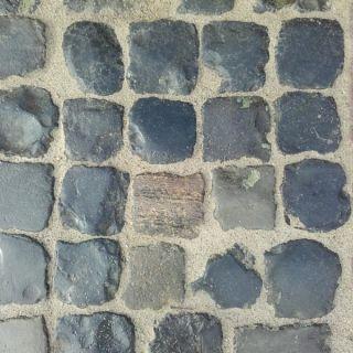 Oude basalt keien, ca. 14x14 cm