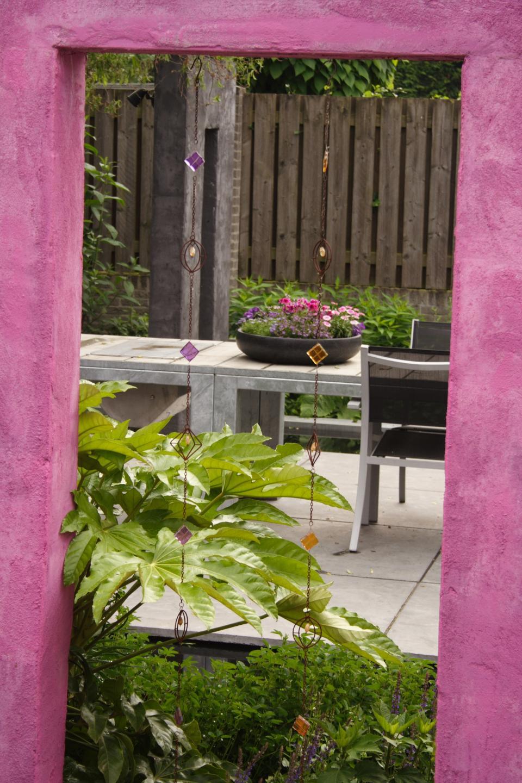 psychedelische tuin in het dorp Bladel