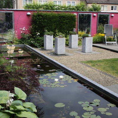 een roze muur voor moderne pensionada's in Eersel