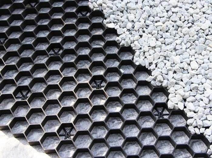Zwarte grindplaat met antiworteldoek 119 x 78,6 x 3 cm (407 stuks = 364,43 m2 - EXCELLENT)
