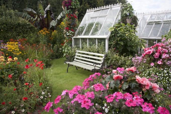 Engelse cottage tuin met een Franse slag