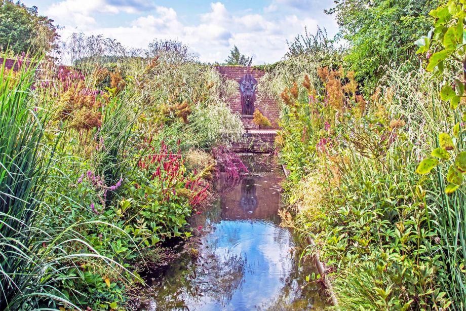 Ommuurde Water Tuin