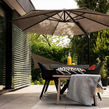 De Coolfit® zweefparasol, de ideale combinatie van schaduwdoek en parasol!