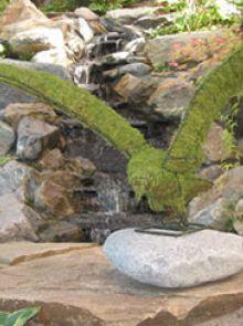 Arend vliegend 40x41x48 cm met mos