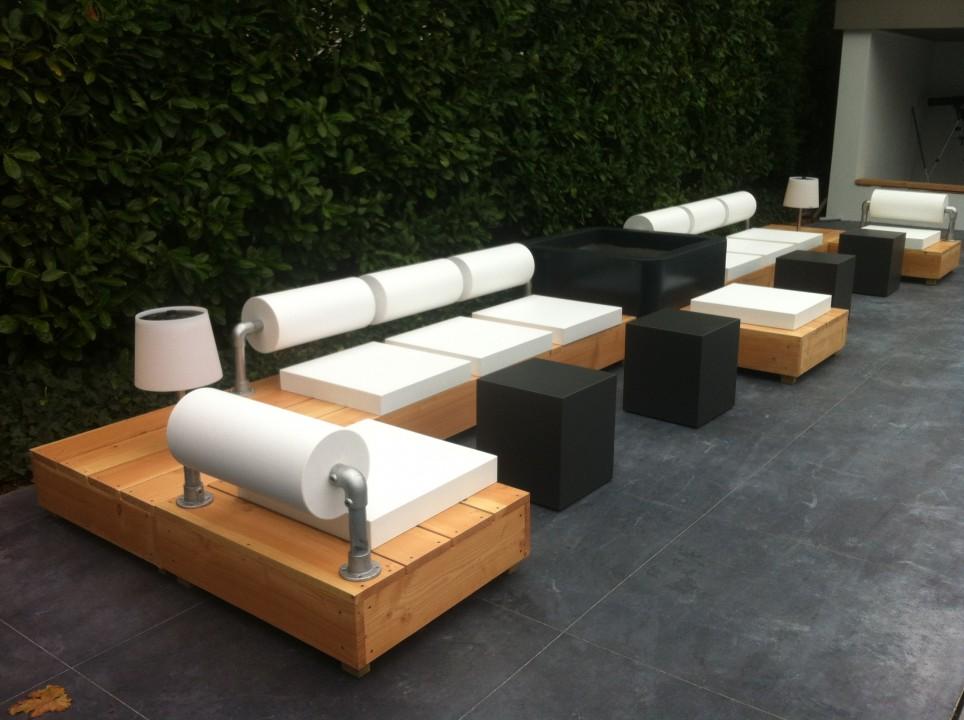 Houten loungebank voor 3 personen de tuinen van appeltern - Eigentijdse houten lounge ...