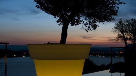Verlichte bloempot - Verlichte bloempotten - Verlichte plantenbak - Verlichte plantenbakken - verlichte kuipen