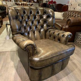 Engelse Salvale chesterfield fauteuil in Olijf groen
