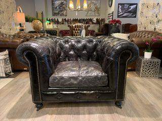 Stoere industriële chesterfield vintage clubfauteuil in zwart generfd leder