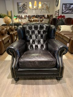 Stoere industriële chesterfield fauteuil in vintage zwart leder