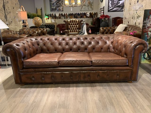 Oude Engelse Vintage chesterfield 3 zits bank