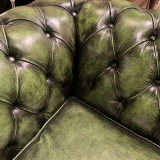 Stoere chesterfield 3 zits bank groen leder