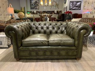 Engelse chesterfield 2 zits chesterfield bank Olijf groen