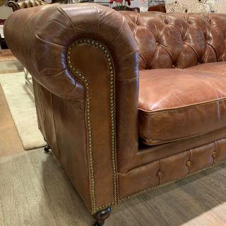 Showroommodel Stoere industriële chesterfield 2,5 zits bank Vintage Cognac