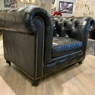 Stoere XL chesterfield clubfauteuil Vintage zwart