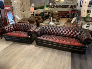 Engelse chesterfield zithoek 3+2 zits in Oxblood rood Buttonseat