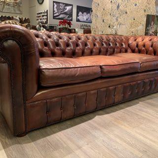 Engelse chesterfield 3,5 zits bank in Cognac bruin