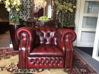 Engelse Vintage chesterfield club fauteuil Buttonseat Oxblood Rood