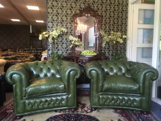 2 x Engelse Chesterfield club fauteuils van Chapel Groen