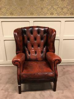 Engelse Vintage Chesterfield Oorfauteuil van Chapel Oxblood Rood
