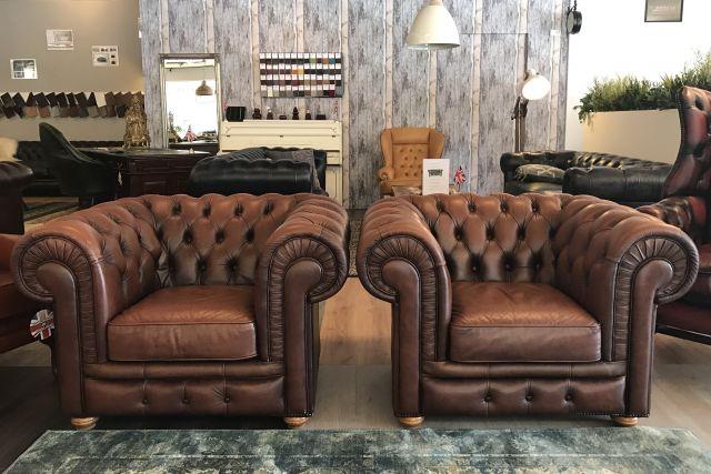 2 x Engelse Chesterfield club fauteuils Bruin XL
