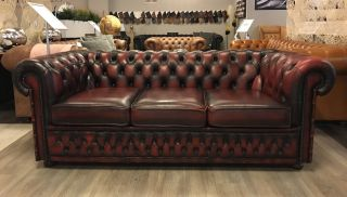 Engelse Winchester 3 zits Chesterfield bank Oxblood Rood