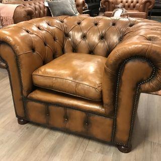 Robuuste XL Chesterfield club fauteuil Goudbruin